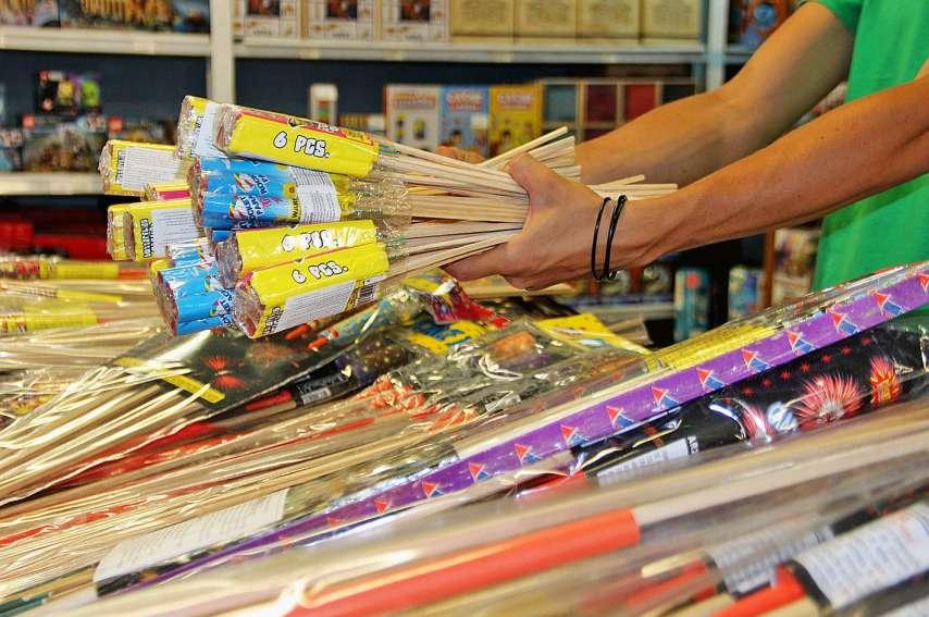 À l'Atelier du jouet, les feux d'artifice sont vendus dans une zone interdite aux moins de 18 ans. Photo. J.-A.G.-L.