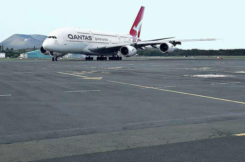 C'est la troisième fois qu'un A380 est dérouté à La Tontouta.  À chaque fois, c'est un spectacle pour les passionnés d'aéronautique. Photo CCI