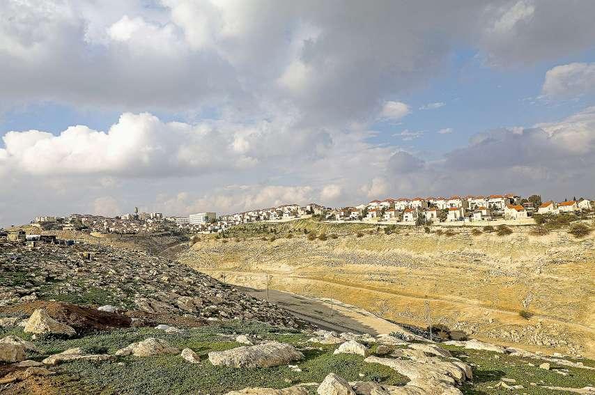 Cette photo prise le 28 janvier depuis la ville d'Eizariya en Cisjordanie occupée montre une vue de la colonie de Maale Adumim, la plus grande d'Israël dans les territoires occupés.Photo AFP