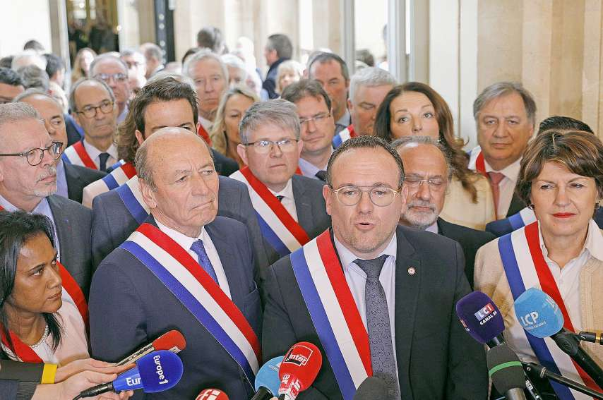 Mardi, le président du groupe parlementaire LR, Damien Abad, a réclamé le retrait du projet de réforme. Photo AFP