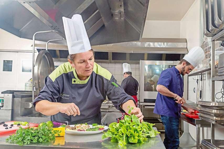 A La Niçoise, ce nouveau marché va générer de quatre à six emplois. La Casserolette va, quant à elle, devoir réorganiser son temps de cuisine. « Nous sommes en pleine réflexion », précise son directeur. Photo Marc Le Chélard