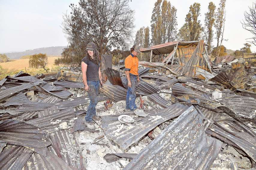 En cinq mois, les gigantesques feux de brousse ont réduit en cendres quelque 10,3 millions d'hectares. Plus de 2000 habitations ont brûlé et de nombreux fermiers ou villageois ont tout perdu.Photo AFP