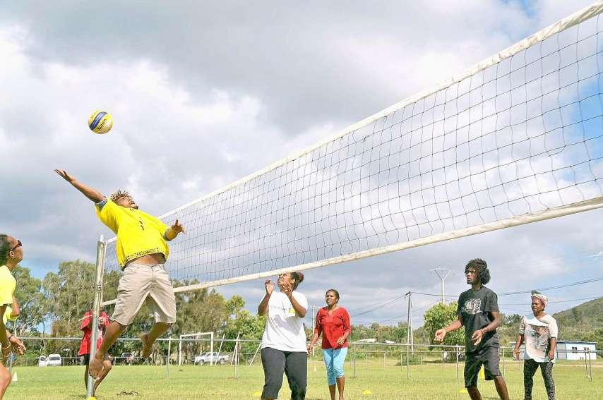 Trois disciplines étaient proposées lors des Jeux intertribus, ici, le volley-ball mixte. Photos DR