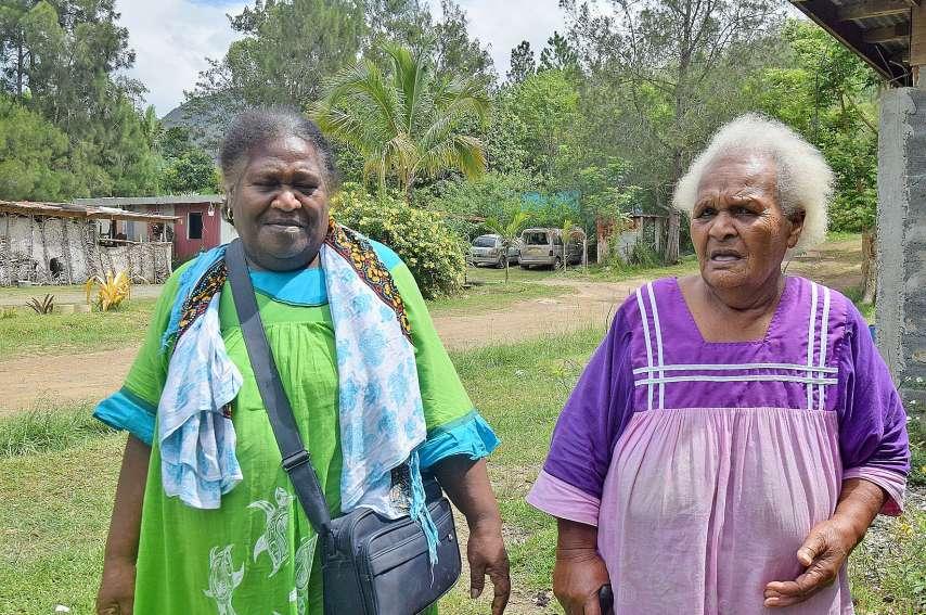 « Rien n'a changé », estime Adolphine, la cousine de Paulette Daoumé (à droite), à Chabert depuis 30 ans.Photos J.J.