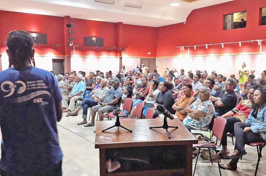 200 personnes ont assisté à la réunion publique de La Foa en nous. Photo ALSHDE