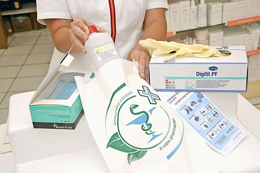 Le gouvernement veut réglementer les prix des « produits favorisant la protection de la santé tels que les masques, gants ou gels hydroalcooliques ».Photo Thierry Perron