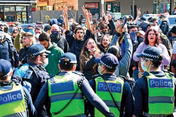 Arrestation de dizaines de manifestants opposés aux restrictions