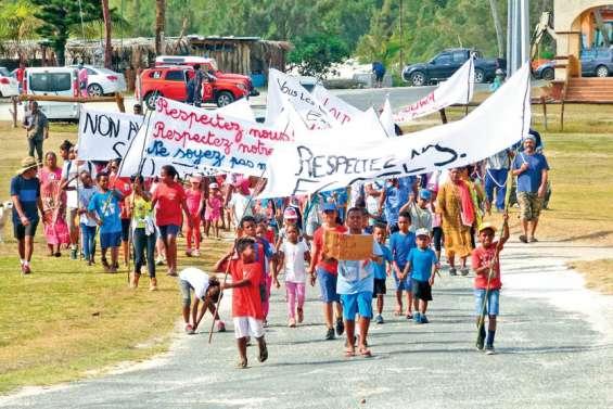 400 personnes dans les rues de Wé contre les dégradations dans les écoles