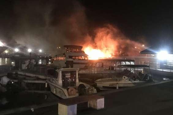 Incendie à Port-Moselle : trois catamarans ravagés par les flammes