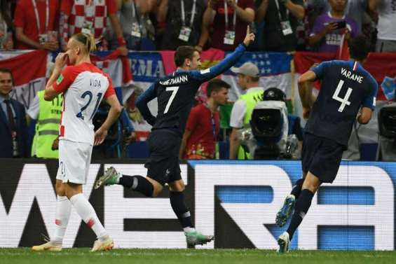 Mondial-2018 - France-Croatie: les Bleus, devant à la mi-temps, entrevoient leur étoile