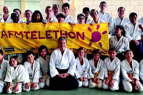 Le club d'aïkido sur le tatami pour une bonne cause