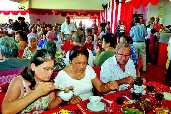Un repas en l'honneur des aînés pour l'année du cochon de terre