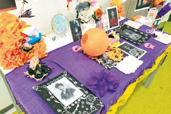 « Altar de muertos », une exposition  des élèves à la médiathèque de Ouégoa