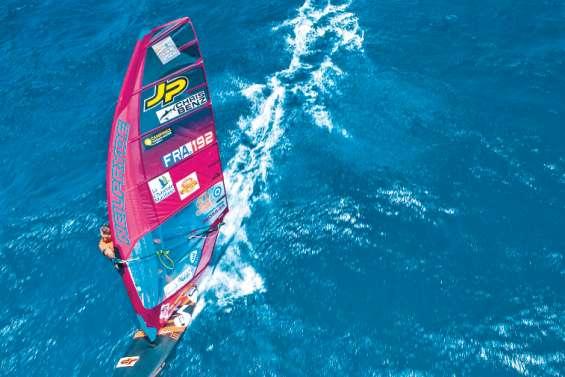 Antoine Albeau fait tomber le record de la BlueScope Race