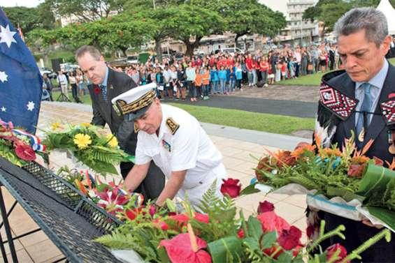 Les forces australiennes et néo-zélandaises de l'Anzac Day à l'honneur place Bir Hakeim