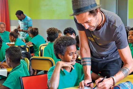 Un artiste à la rencontre des enfants de Maré