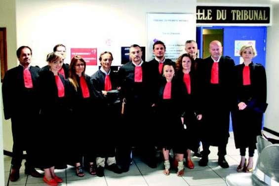 Les avocats « rouges » de colère contre la réforme