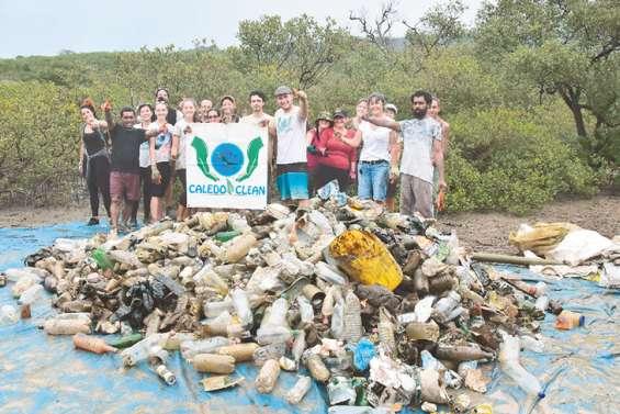 À N'Dé, la mangrove allégée de 580 kg de déchets