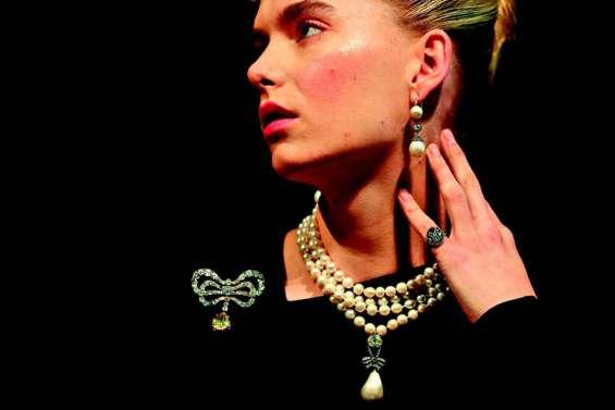 Des bijoux et des cheveux de Marie-Antoinette en vente à Genève