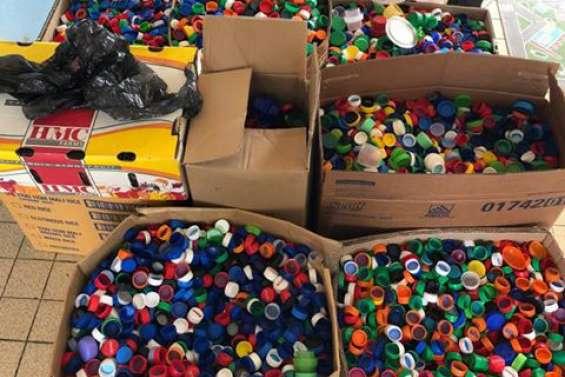 Des milliers de bouchons collectés par deux écoles à Païta