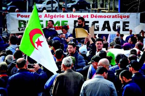 Des milliers de manifestants contre un 5e mandat de Bouteflika