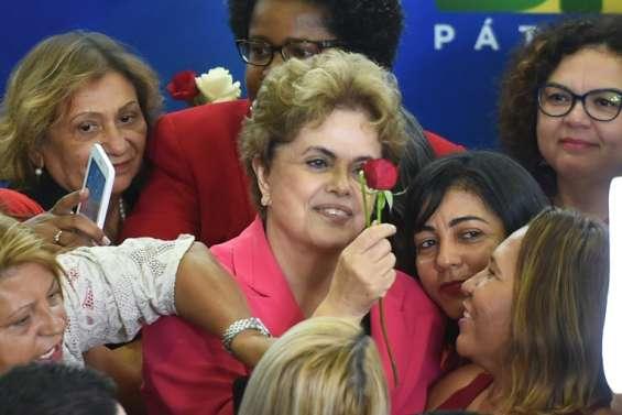 Brésil: Dilma Rousseff tente de sortir de l'impasse