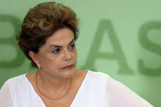 Brésil: la présidente joue ses dernières cartes pour éviter la destitution