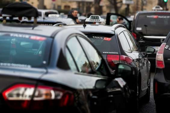 Taxis mobilisés contre les VTC à Toulouse, transports en commun bloqués