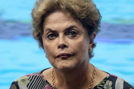 Brésil: une semaine cruciale s'ouvre pour Dilma Rousseff