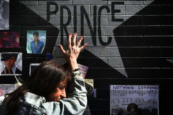 Prince a été incinéré lors d'une cérémonie privée, hommage public en préparation