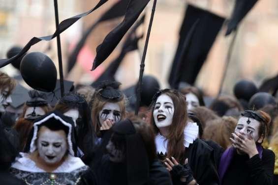 Pologne: 400 ans après, 400 pleureuses défilent pour la mort de Shakespeare