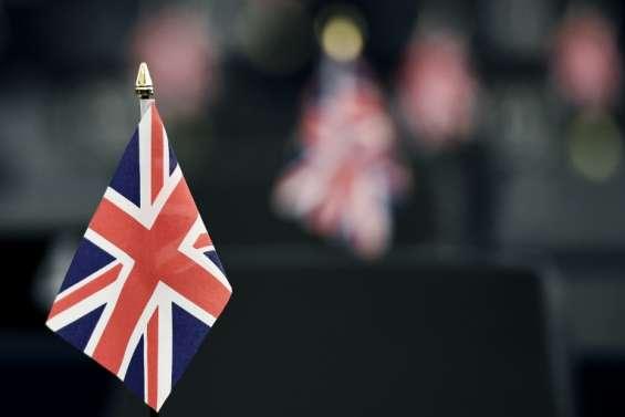 GB: la croissance ralentit, mises en garde sur un Brexit