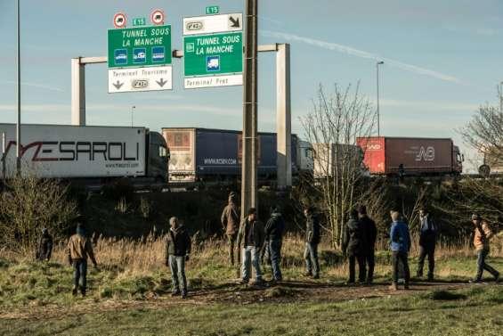 Pas-de-Calais: 8 migrants retrouvés vivants dans un camion frigorifique