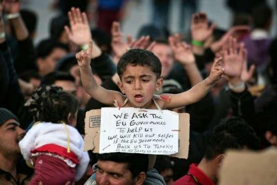 Grèce: arrivée de migrants dans les ports pour être expulsés en Turquie