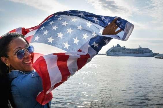 Cuba: cris de joie à l'arrivée de la première croisière américaine depuis un demi-siècle à La Havane