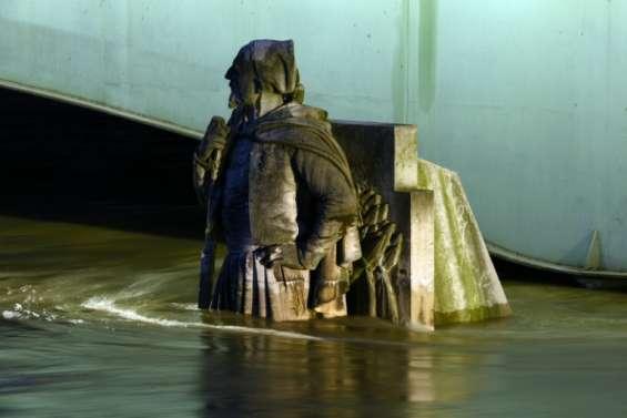 Inondation: la Seine entame sa décrue