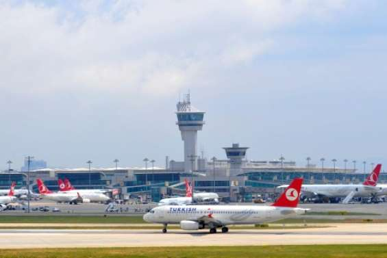 Turquie: Deux explosions et des coups de feu entendus à l'aéroport international Atatürk, plusieurs blessés