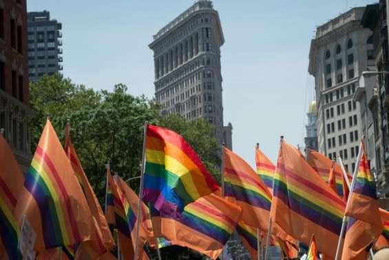Les victimes d'Orlando honorées à la Gay Pride de New York