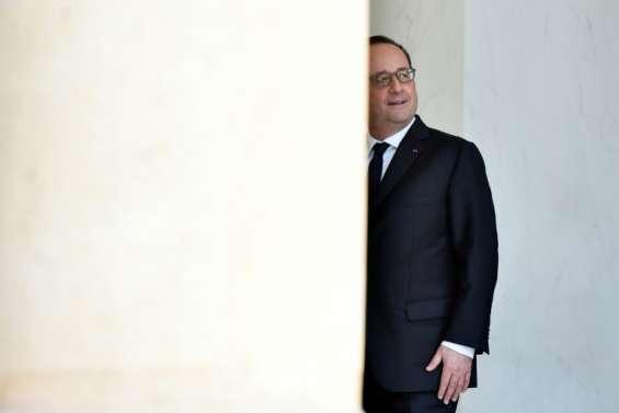 Hollande, plus que jamais en campagne, confirme des baisses d'impôt en 2017