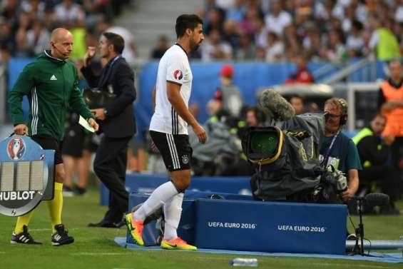 Euro-2016: Khedira sort sur blessure, Schweinsteiger rentre