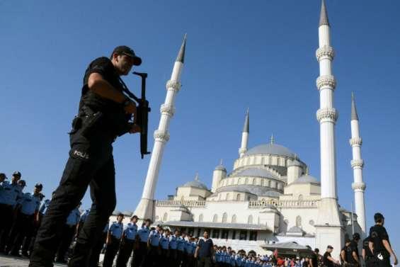 Putsch/Turquie: plus de 7.500 personnes en garde à vue