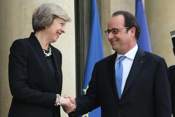 Brexit: Hollande d'accord pour laisser le temps à May de