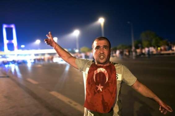 La nuit du putsch manqué en Turquie: deux photographes de l'AFP racontent