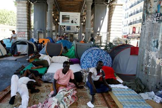 Paris: nouvelle évacuation d'un campement d'un millier de migrants