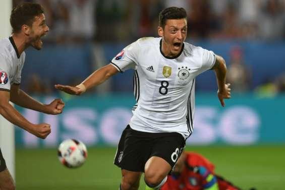 Euro-2016: Özil ouvre le score pour l'Allemagne contre l'Italie