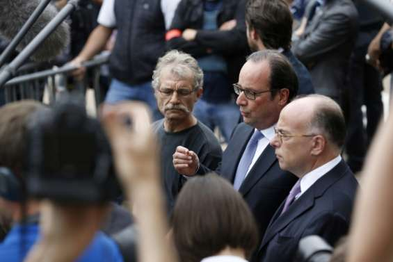 Hollande promet une guerre mené par tous les moyens contre l'EI