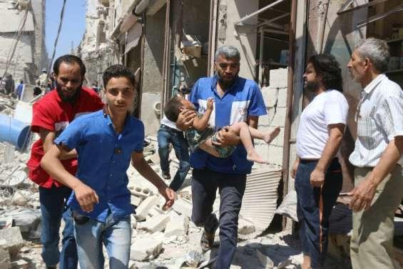 Syrie: quatre hôpitaux bombardés à Alep, confrontée à un