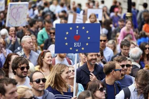 A Londres, des milliers de Britanniques disent