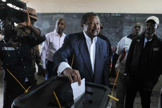 Gabon: l'opposant Jean Ping se proclame