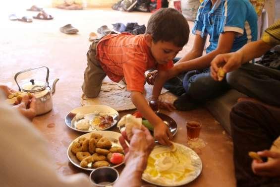 Après le siège, les enfants syriens de Daraya découvrent biscuits et glaces